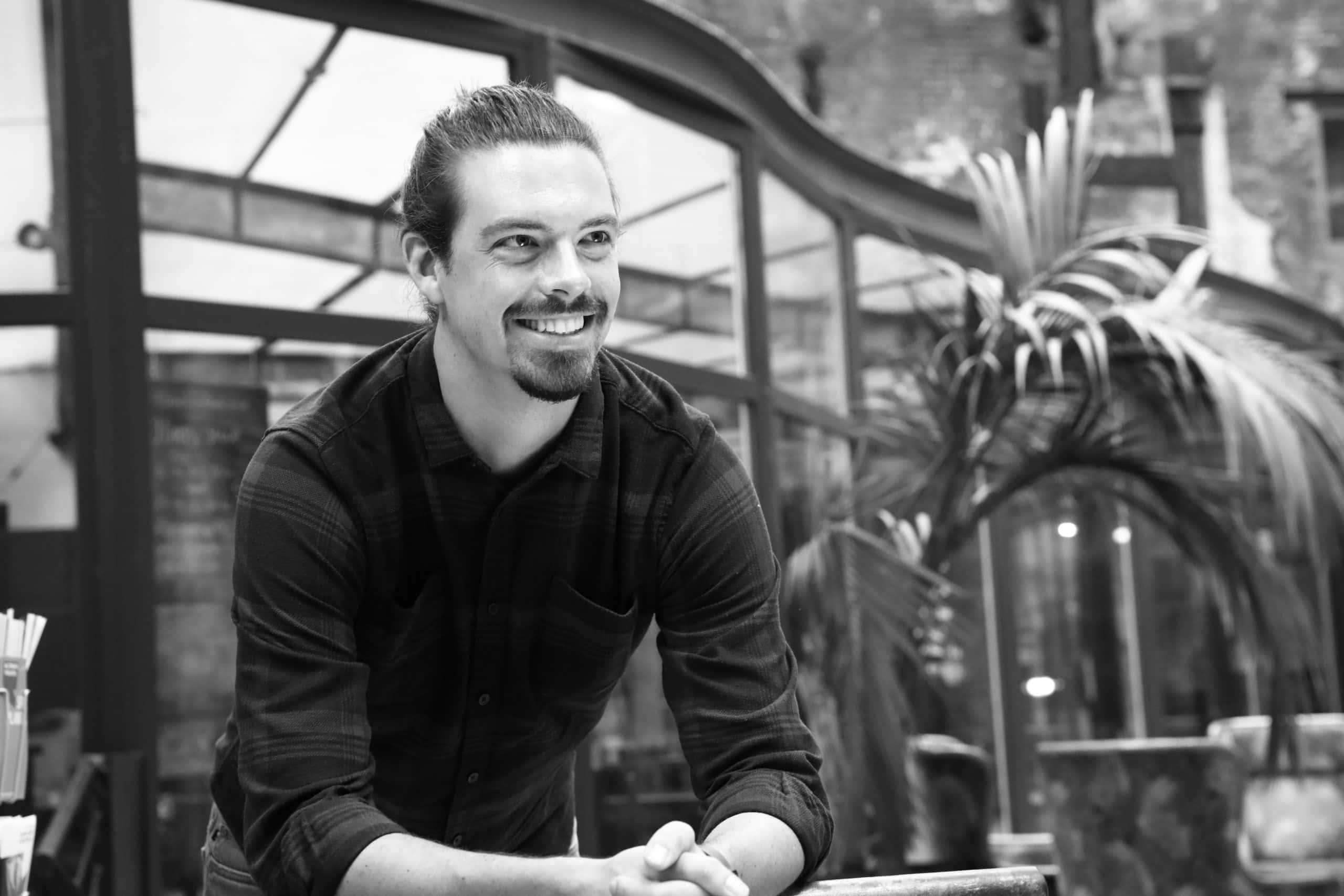 Tobias Hagenau, Geschäftsführer von HQlabs goibt Tipps, wie die Digitaliserung der Teamorganisation dein Unternehmen voran bringt