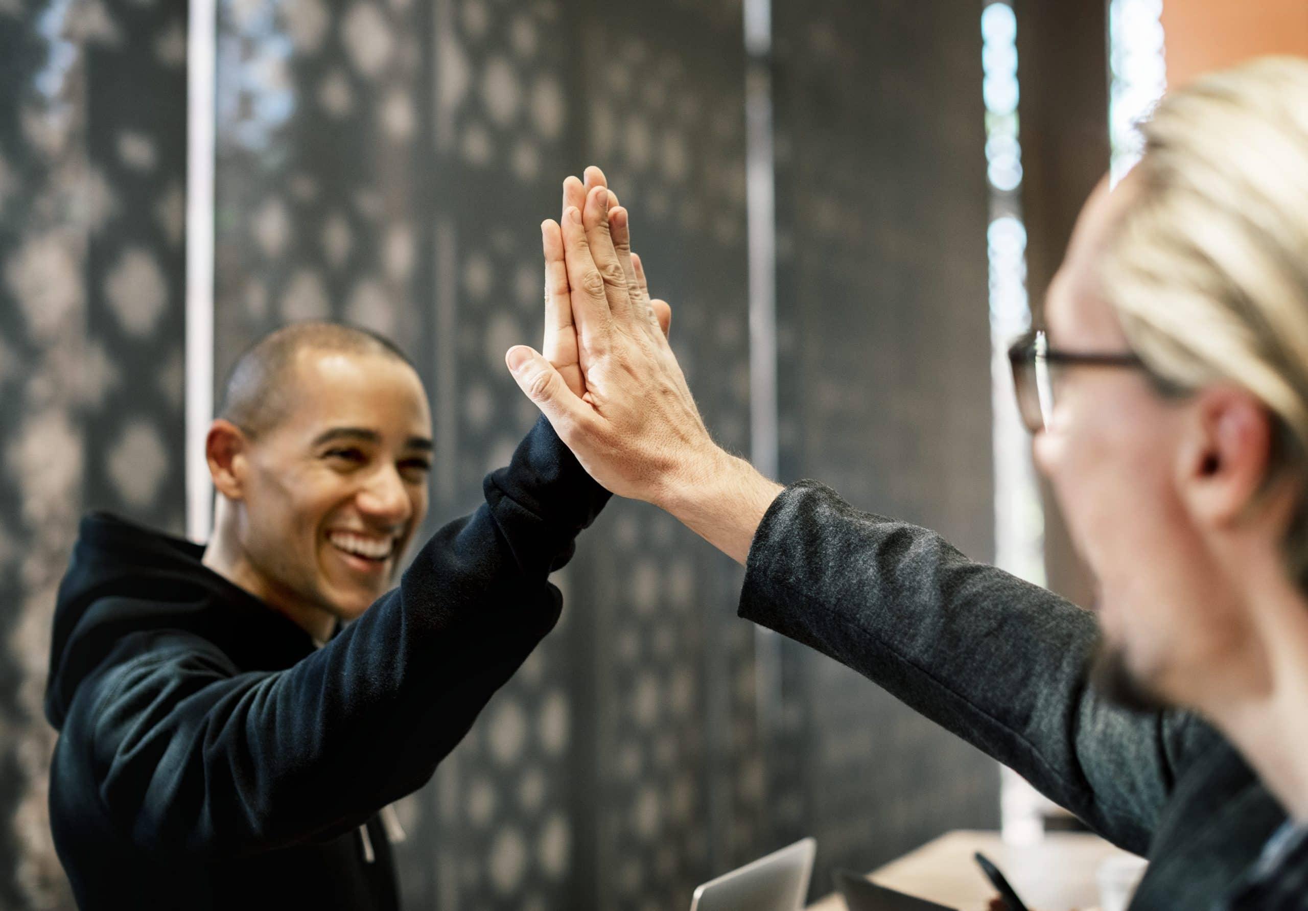 Arbeitsvertrag abschließen: So machst du den Sack zu