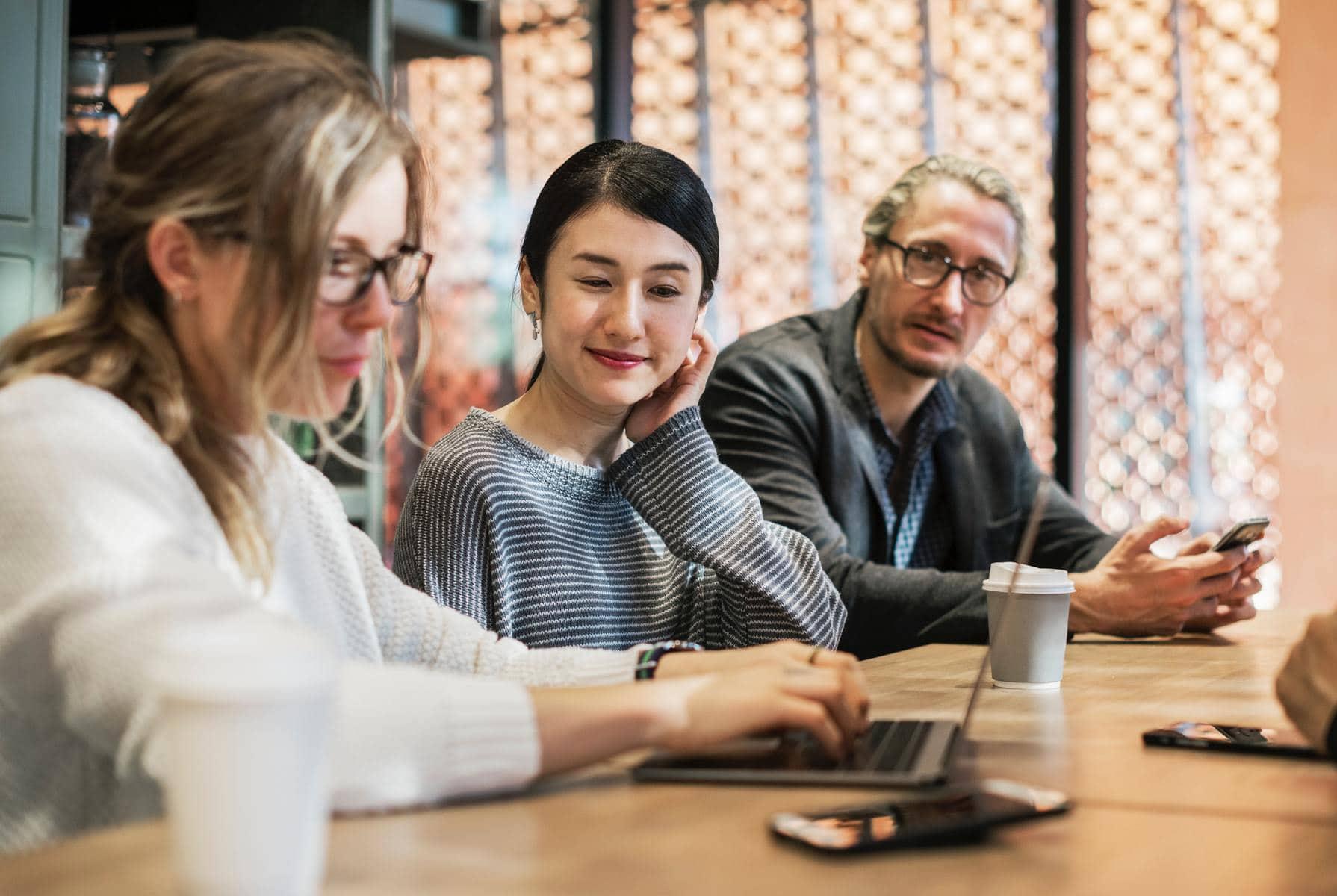 PR im Employer Branding: Wie kann PR helfen neue Mitarbeiter zu finden? Welche Rolle spielt die Marke bei der Gewinnung von Mitarbeitern? Was sind konkrete Schritte um mit PR im HR-Bereich zu starten? Allan Grap von Bettertrust gibt Antworten.